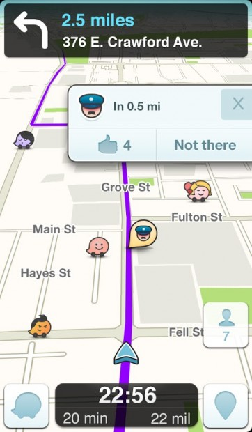 Captura de pantalla de l'aplicació Waze que alerta de l apresència d'una dotació policial.