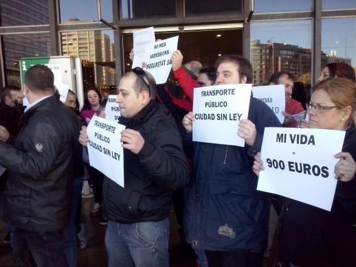 Treballadors de Seguretat de transports públics durant la protesta.