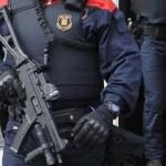 Agente-Mossos-dEsquadra-subfusil-asalto_ECDIMA20150115_0002_16