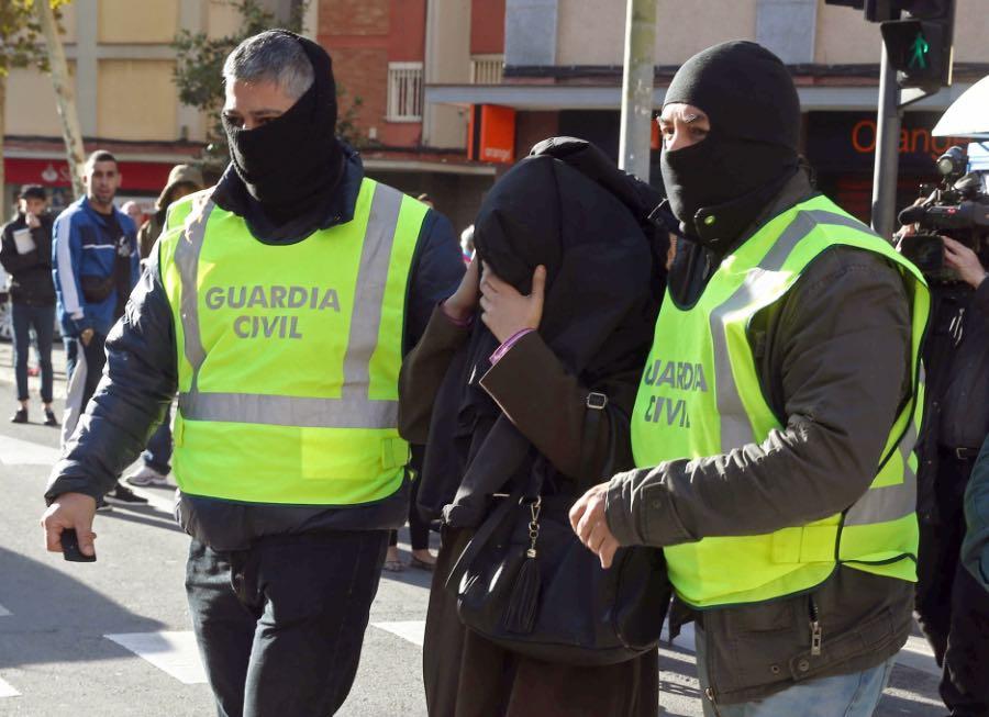 Guardia-Civil-Cornella-presumptament-EFE_ARAIMA20151104_0146_1