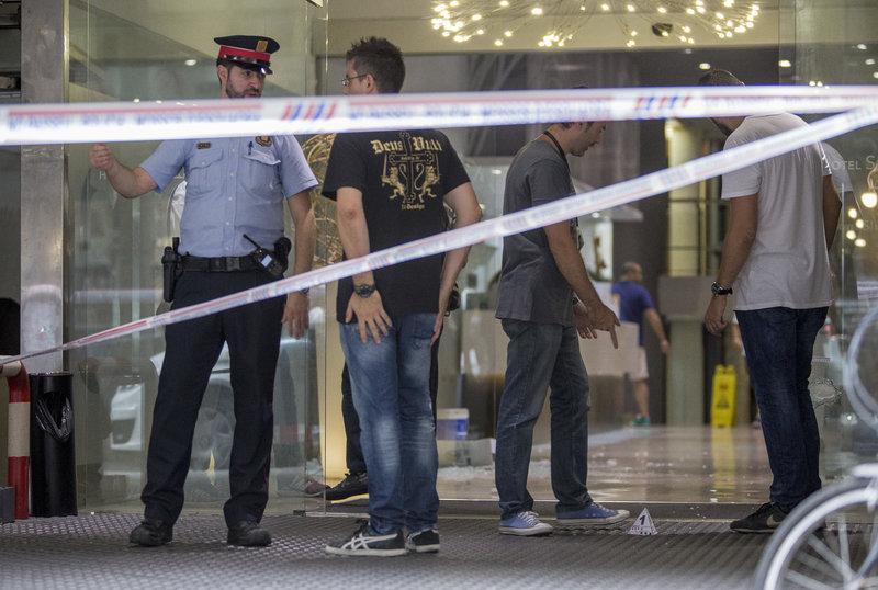 Dues persones ferides desprès d'un tiroteig al hotel Silken del carrer Pintor Fortuny   2255#Albert Salame